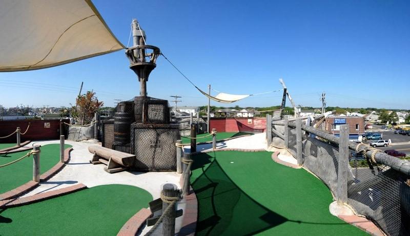 jenkinsons-mini-golf-castaway-cove-2
